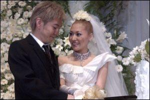 2002年11月22日に小室哲哉と結婚したKEIKO