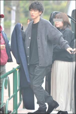 佐藤健の私服姿がイケメンすぎる(フライデー)