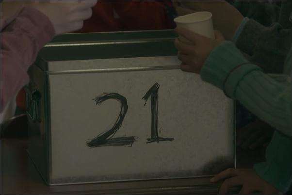 21と挑戦的に書かれたナンバーボックス