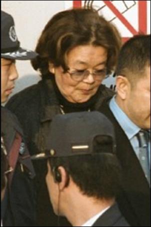 2001年野村沙知代が逮捕